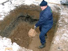 Земляні роботи вручну та спецтехнікою копання ям траншей котлованів 0672885524 Київ і область.